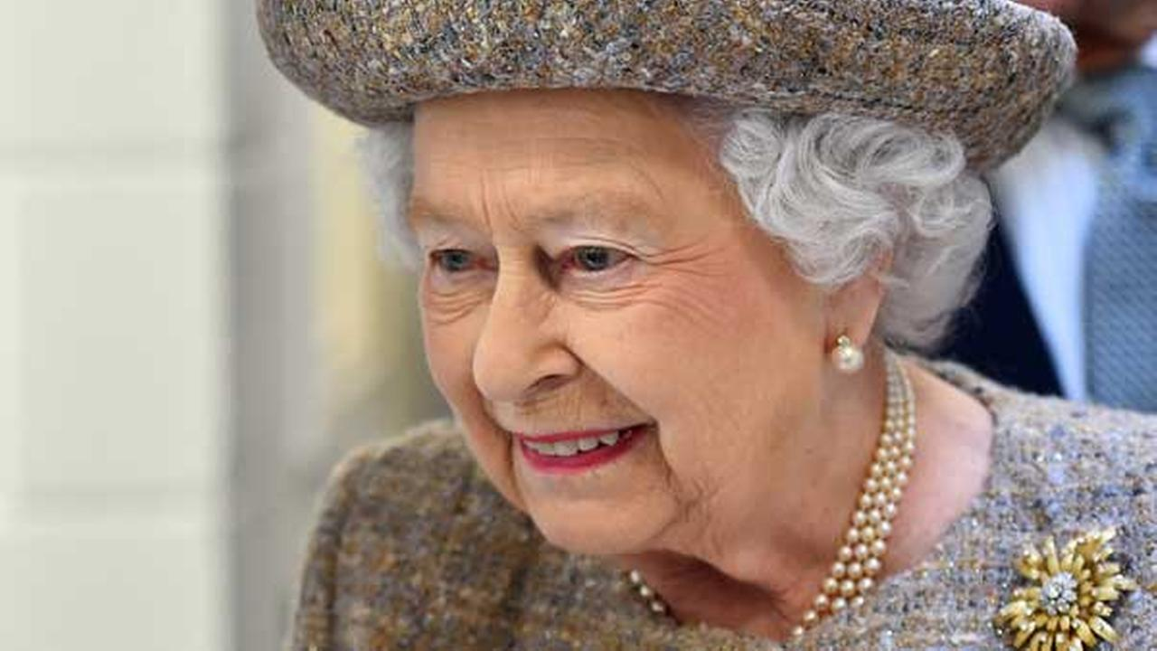 Britains Queen Elizabeth II looks around a kennel block during a visit to Battersea Dogs and Cats Home in London on March 17, 2015. (AP Photo/Ben Stansall, Pool)