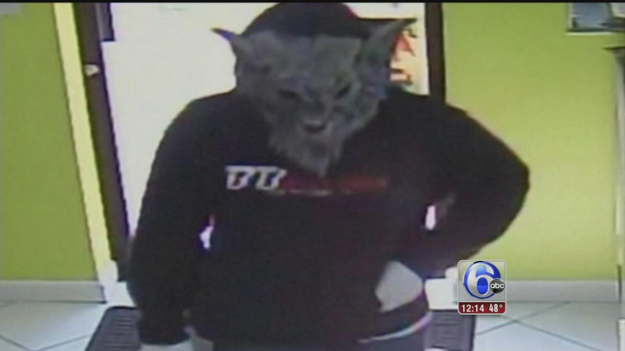 VIDEO: Wolf mask robber