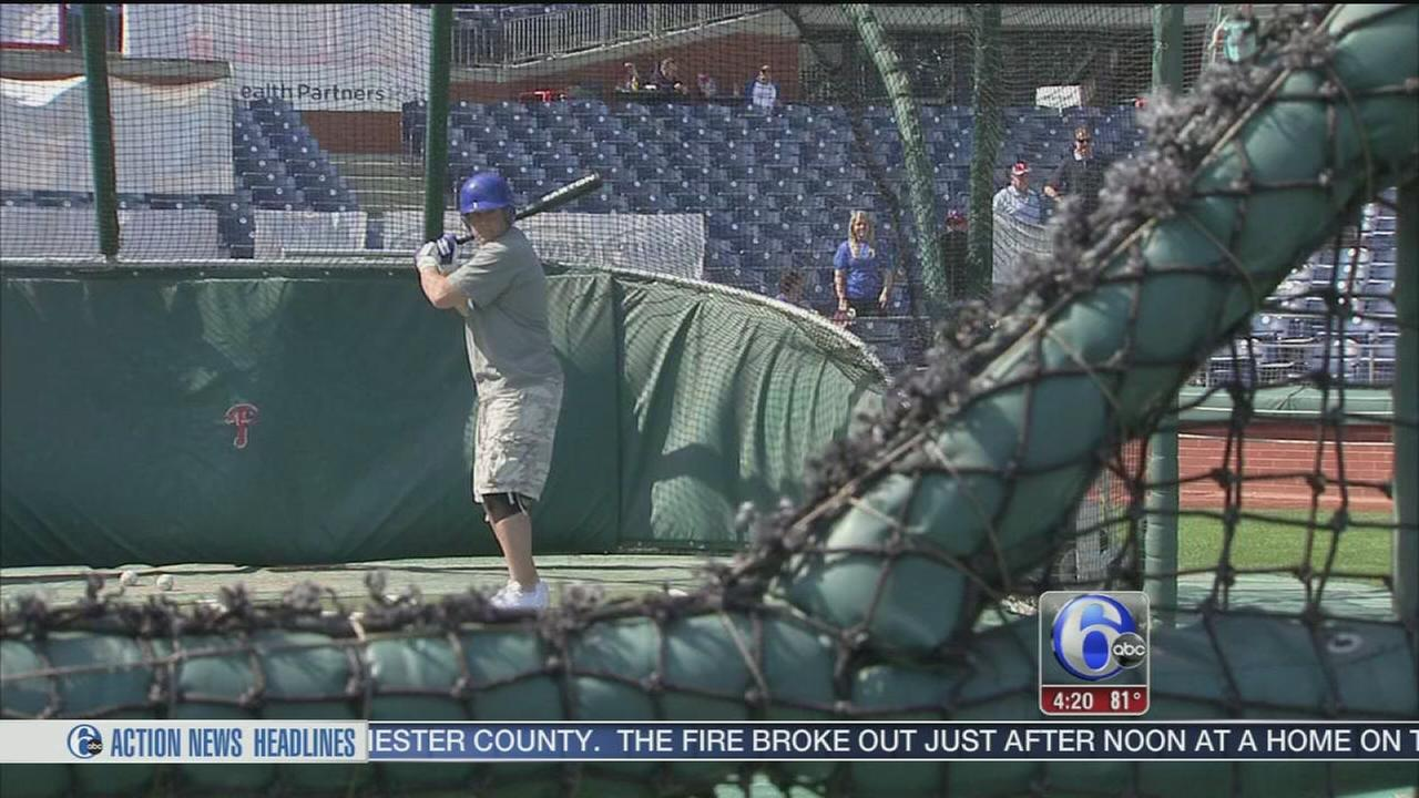VIDEO: Fans Play Home Run Derby at Citizens Bank Park