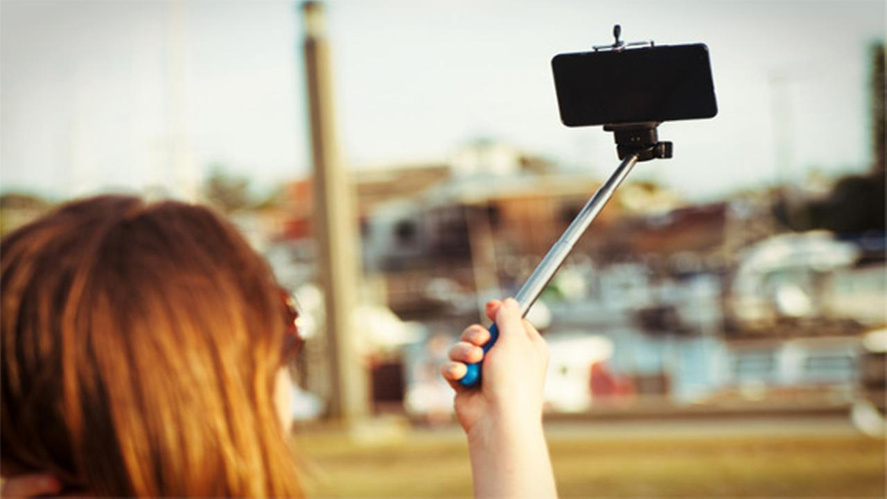 Disney World tells riders to stop using selfie sticks
