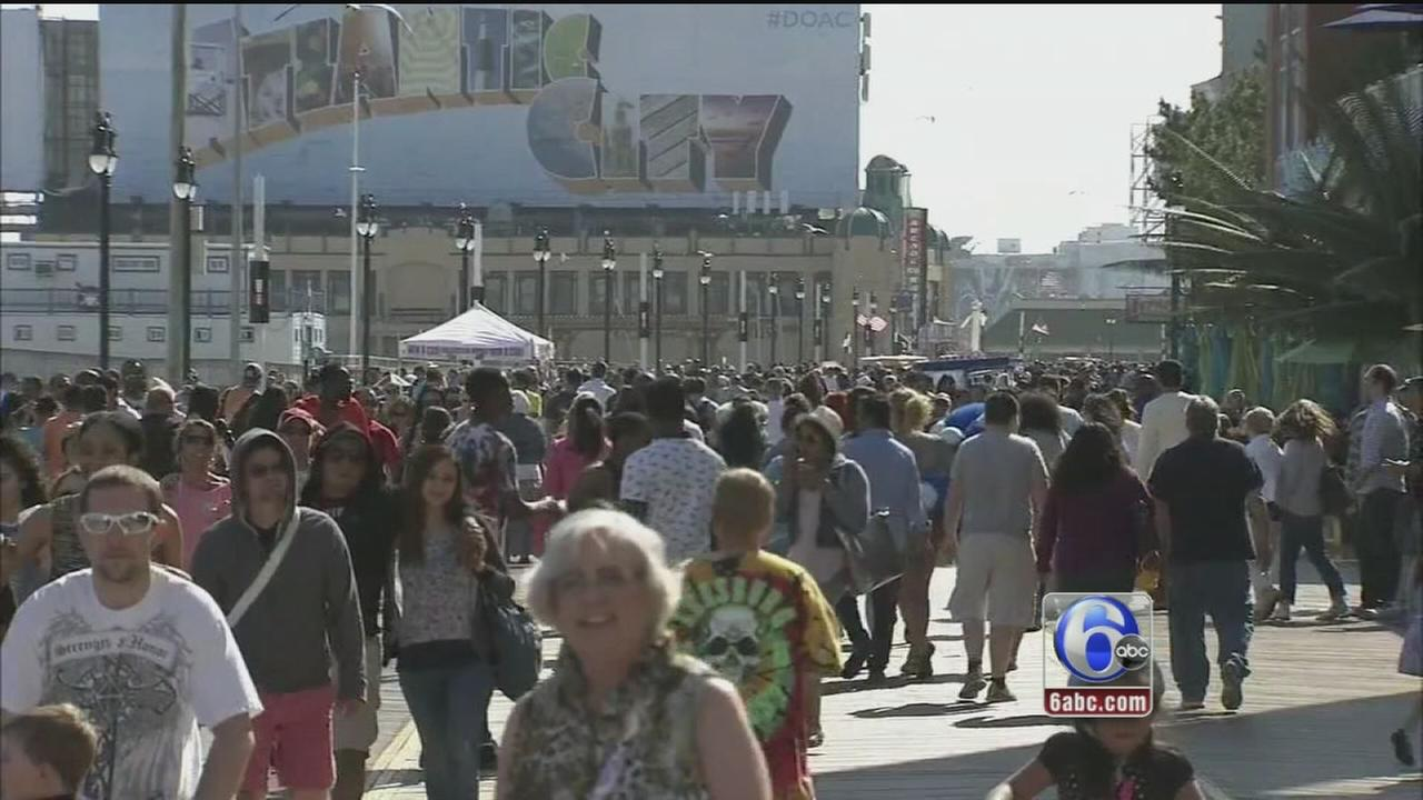VIDEO: Soaking up holiday weekend sun, fun in AC