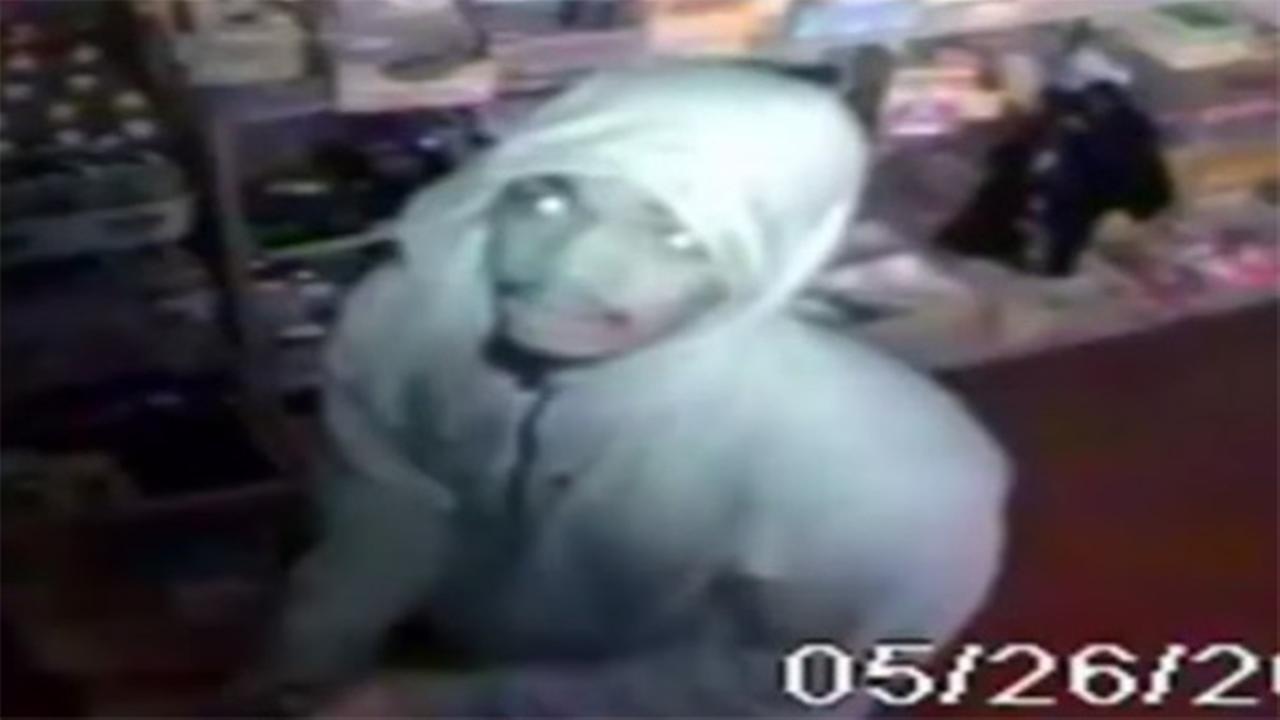 Man brutally beaten in home invasion, restaurant robbery