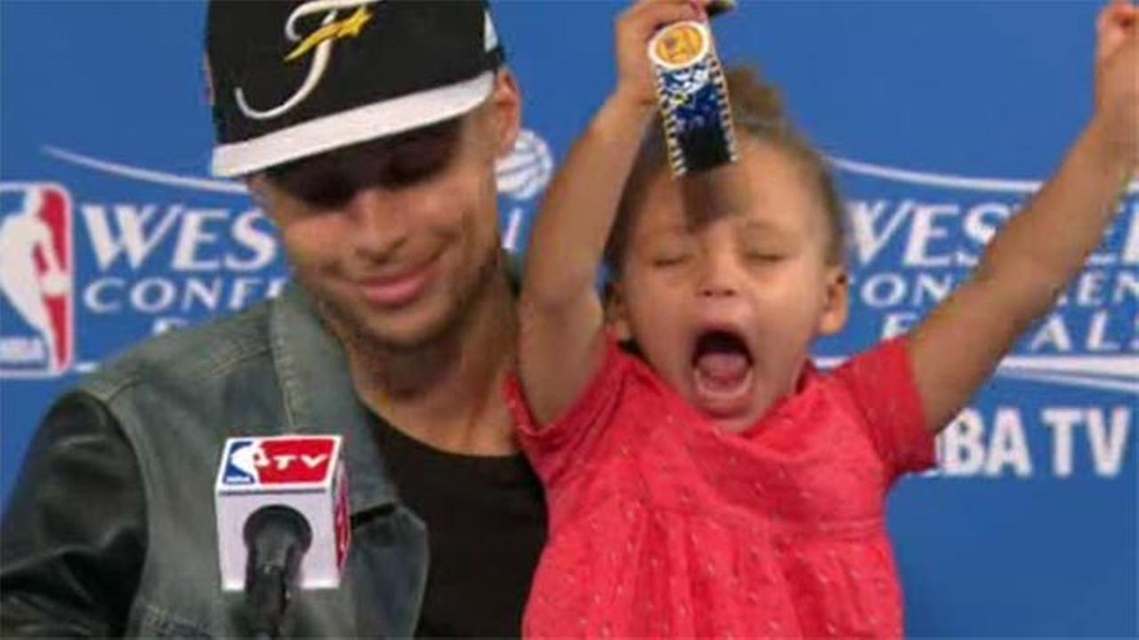 Riley Curry steals show from her dad