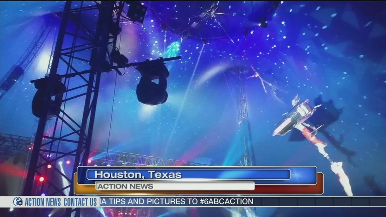 VIDEO: Circus acrobat plunges into audience