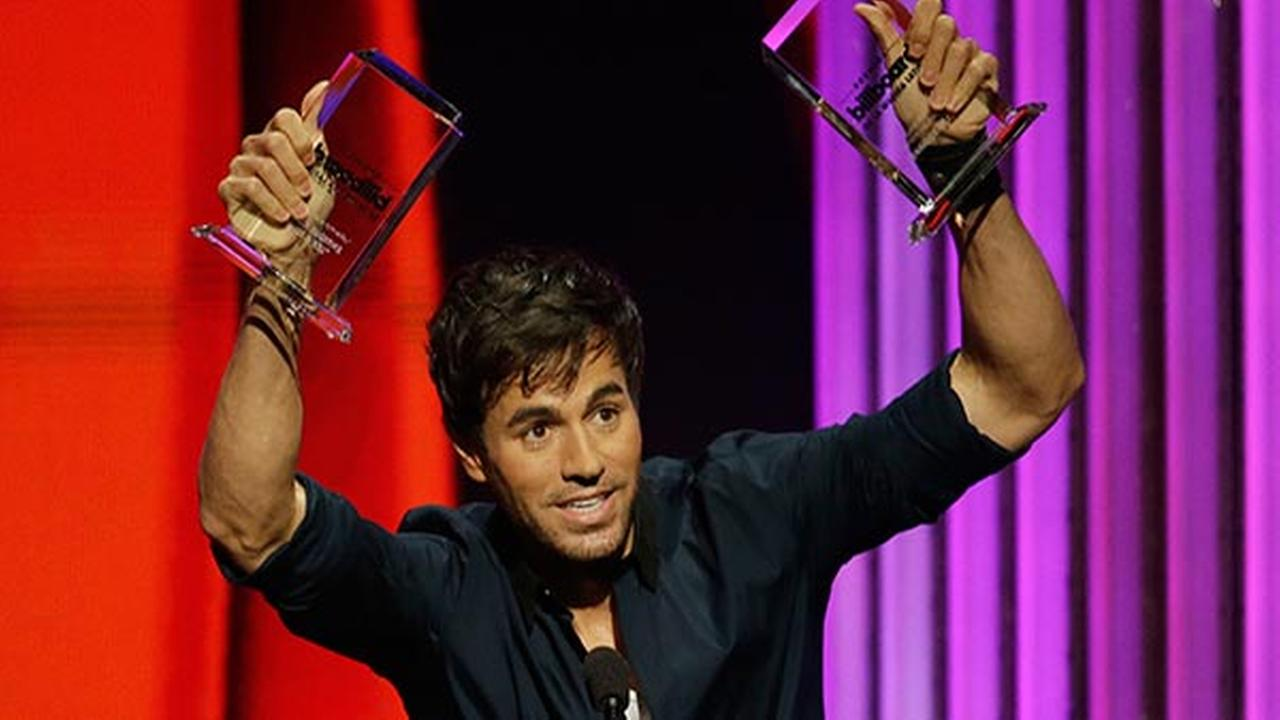 Enrique Iglesias suffers fracture, completes hand surgery