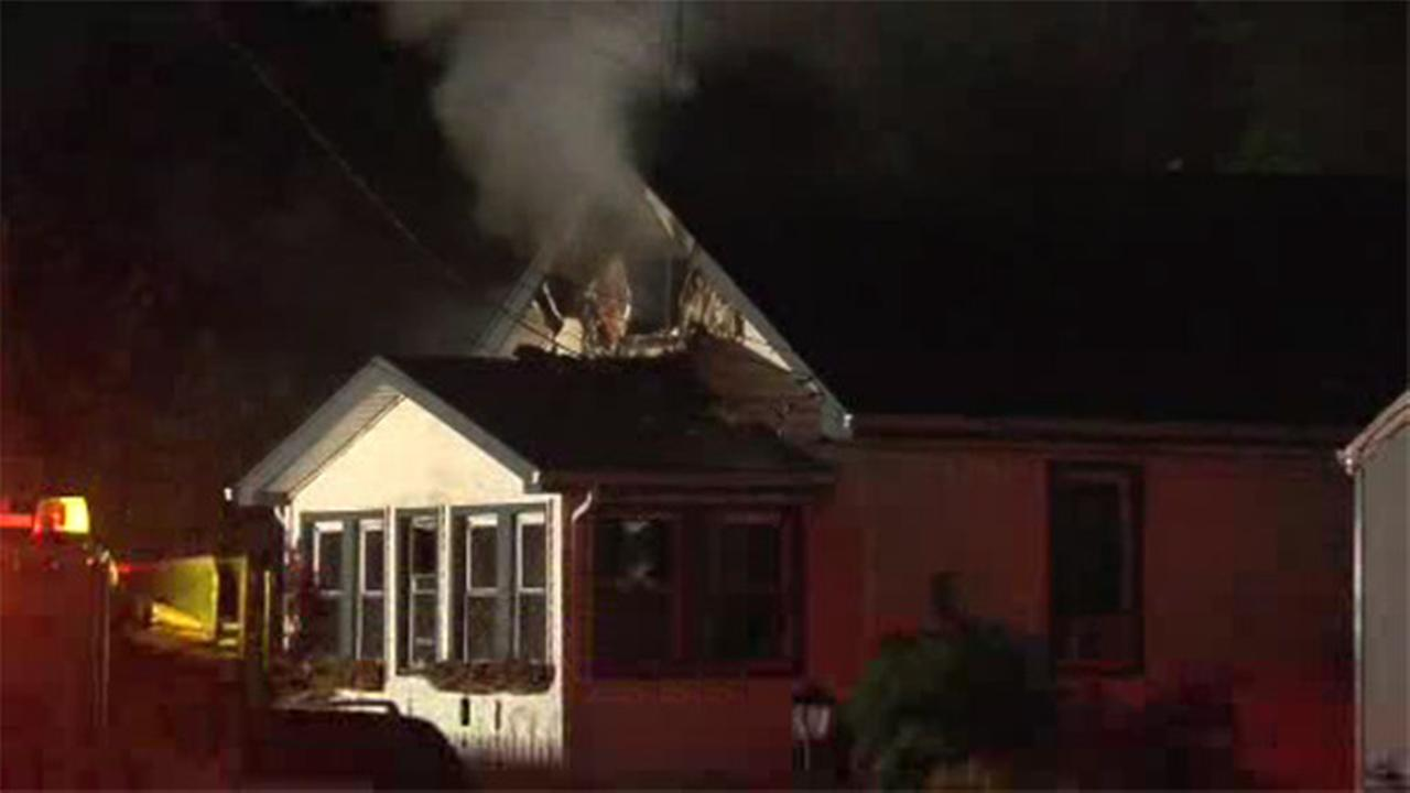 2 injured in 2-alarm blaze in Pleasantville, N.J.