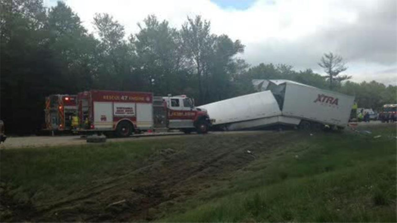 Crash with bus, truck leaves 2 dead, 17 hurt in Pennsylvania