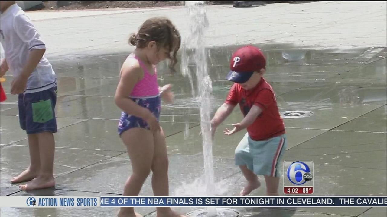 VIDEO: Staying cool in the heat downtown