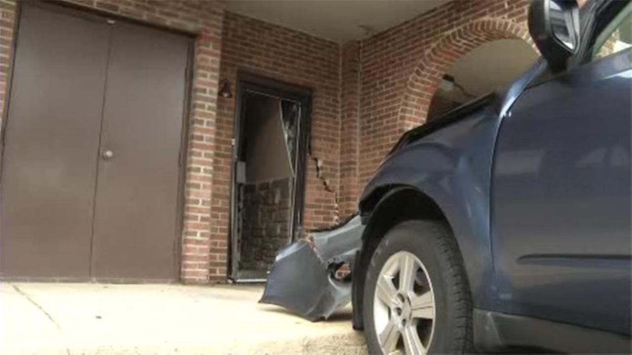 Car hits restaurant in Wilmington, Delaware