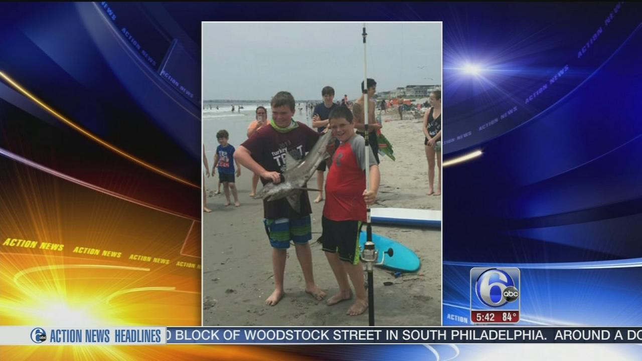 VIDEO: Brothers catch shark on beach