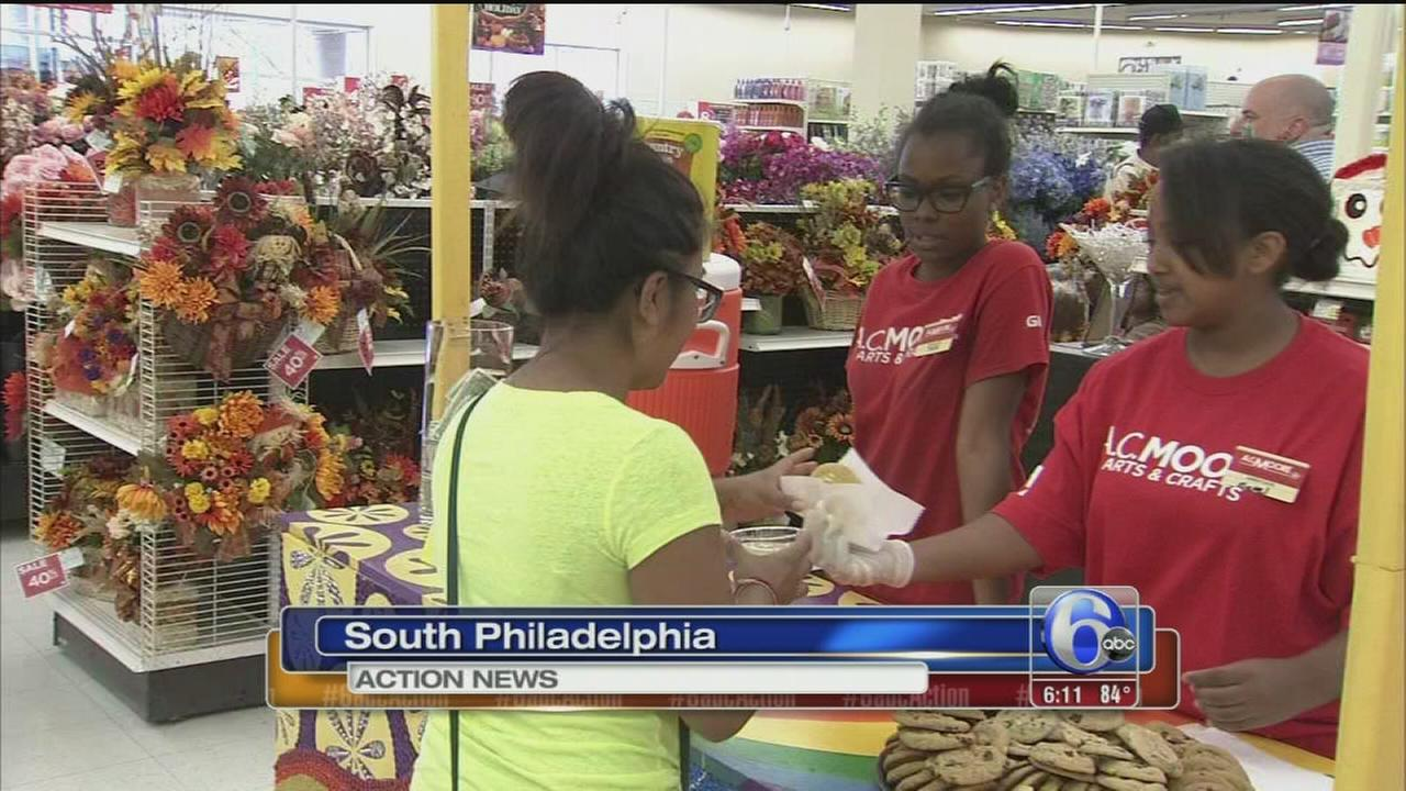 VIDEO: Alexs Lemonade greets South Philly shoppers