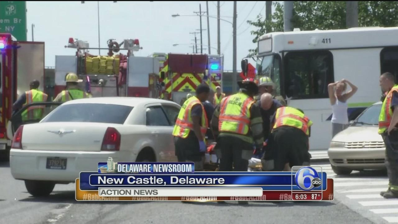VIDEO: 3 hurt in Dart bus crash in Del.