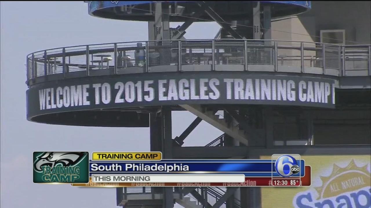 VIDEO: Training Camp: Eagles fans get their first look