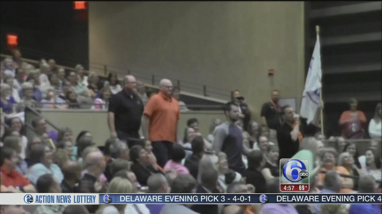 VIDEO: Iowa teachers flash mob performance