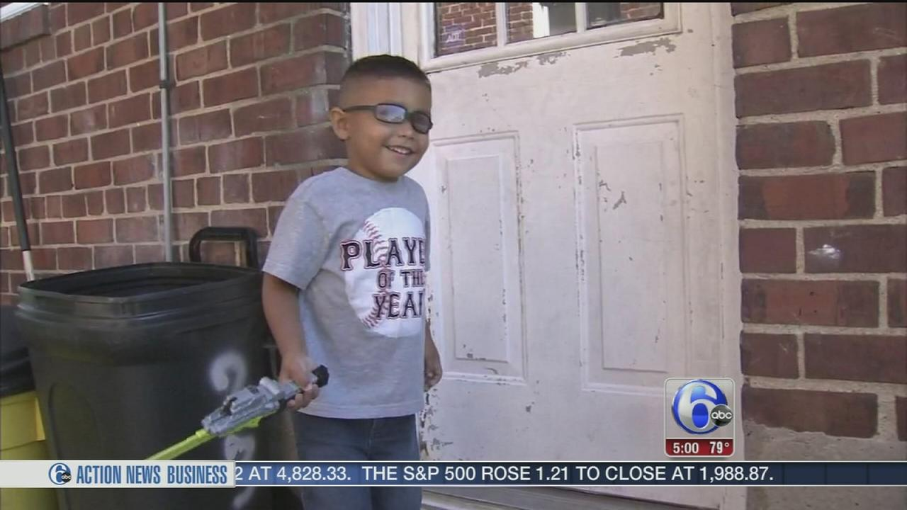 VIDEO: Boy leaves daycare, walks home