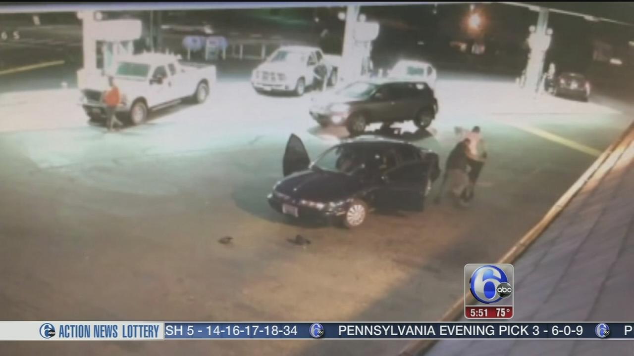 VIDEO: Owner tries to stop thief in carjacking