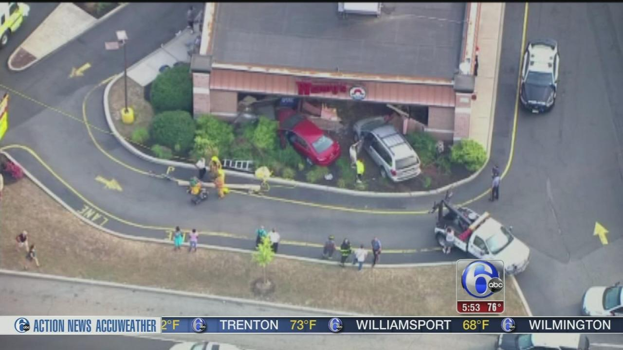 VIDEO: Cars smash into Wendys for 2nd time