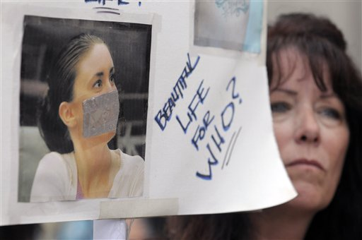 """<div class=""""meta image-caption""""><div class=""""origin-logo origin-image none""""><span>none</span></div><span class=""""caption-text"""">Lori Richards, right, of Daytona Beach, Fla., protests outside the Orange County Courthouse during the sentencing hearing for Casey Anthony in Orlando, Fla.. (ASSOCIATED PRESS)</span></div>"""