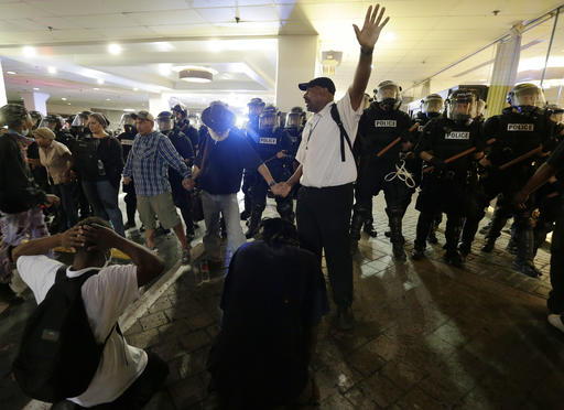 "<div class=""meta image-caption""><div class=""origin-logo origin-image none""><span>none</span></div><span class=""caption-text"">Demonstrators protest Tuesday's fatal police shooting of Keith Lamont Scott in Charlotte, N.C. on Wednesday, Sept. 21, 2016. (AP)</span></div>"