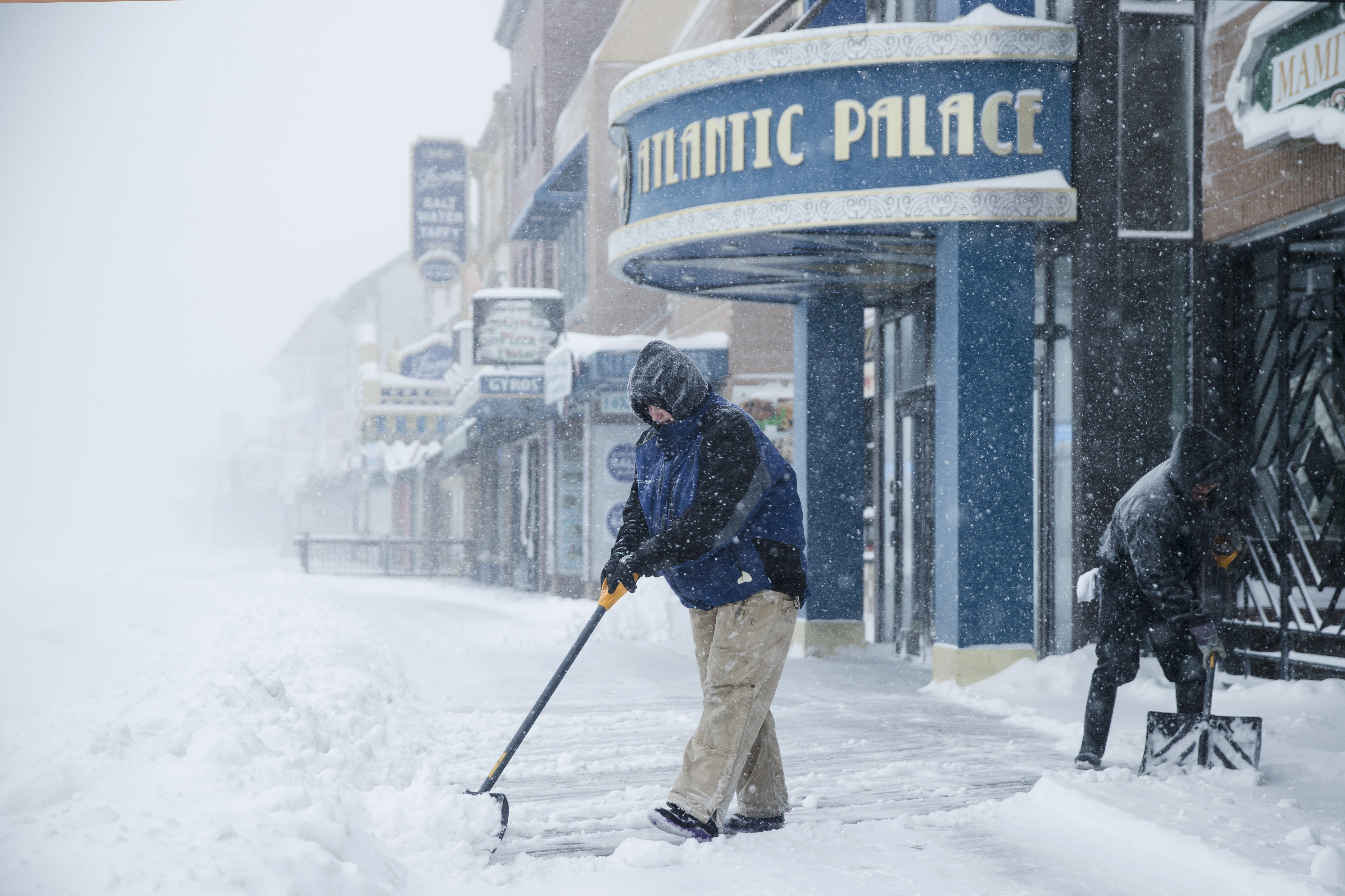 "<div class=""meta image-caption""><div class=""origin-logo origin-image none""><span>none</span></div><span class=""caption-text"">Workers clear the boardwalk during a winter snowstorm in Atlantic City, N.J., Thursday, Jan. 4, 2018. (AP Photo/Matt Rourke) (AP)</span></div>"