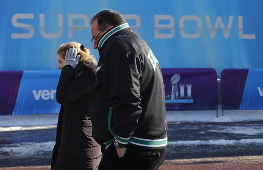 "<div class=""meta image-caption""><div class=""origin-logo origin-image none""><span>none</span></div><span class=""caption-text"">Fans brave cold temperatures as they wait to get into U.S. Bank Stadium before Super Bowl LII Sunday, Feb. 4, 2018, in Minneapolis. (AP Photo/Jeff Roberson) (AP)</span></div>"