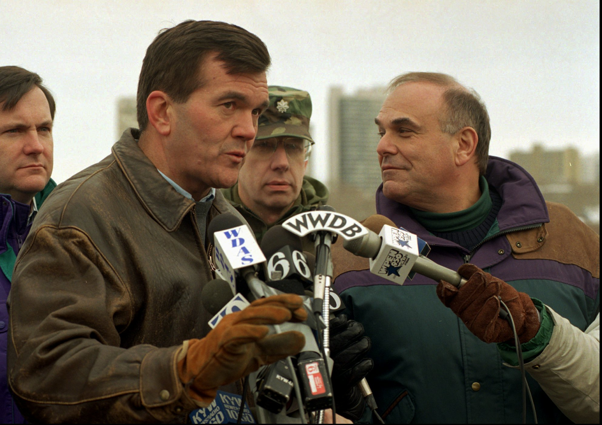 <div class='meta'><div class='origin-logo' data-origin='AP'></div><span class='caption-text' data-credit='ASSOCIATED PRESS'>Pennsylvania Governor Tom Ridge and Philadelphia Mayor Ed Rendell during a 1996 snow storm.</span></div>