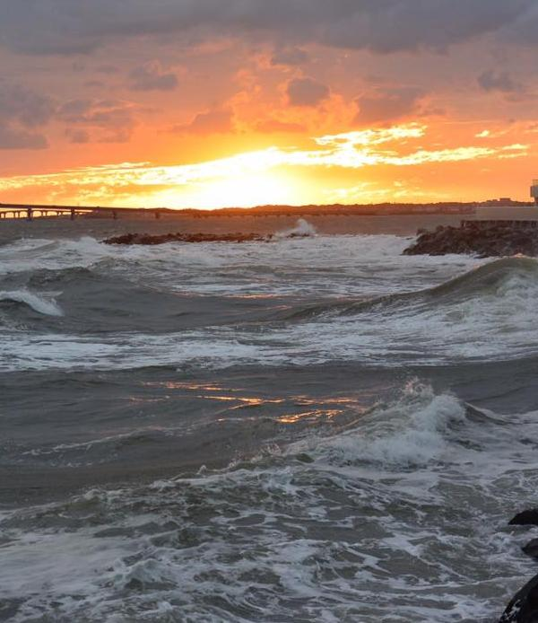 <div class='meta'><div class='origin-logo' data-origin='WPVI'></div><span class='caption-text' data-credit='Jackie Ruskowski'>Longport Sunset</span></div>