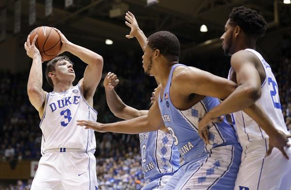 "<div class=""meta image-caption""><div class=""origin-logo origin-image ap""><span>AP</span></div><span class=""caption-text"">Duke's Grayson Allen (3) looks to shoot while North Carolina's Nate Britt, rear, and Kennedy Meeks (3) defend. (Gerry Broome)</span></div>"