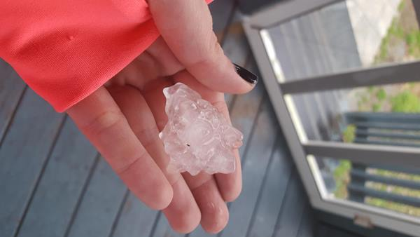 <div class='meta'><div class='origin-logo' data-origin='none'></div><span class='caption-text' data-credit='ABC11 Eyewitness/Katherine Bevis'>Golf ball and dime sized hail in creedmoor nc</span></div>