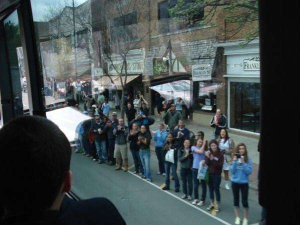 """<div class=""""meta image-caption""""><div class=""""origin-logo origin-image none""""><span>none</span></div><span class=""""caption-text"""">The Tar Heels arrive back into Chapel Hill to fans lining Franklin Street (Credit: Andrea Blanford)</span></div>"""