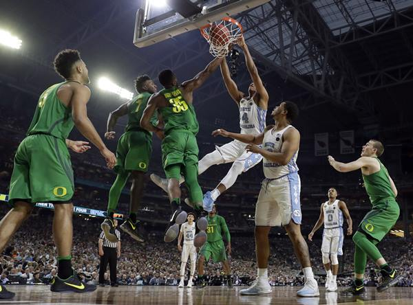 <div class='meta'><div class='origin-logo' data-origin='AP'></div><span class='caption-text' data-credit='AP Photo/Mark Humphrey'>North Carolina's Isaiah Hicks (4) dunks over Oregon's Jordan Bell (1) and Kavell Bigby-Williams (35) during the first half</span></div>