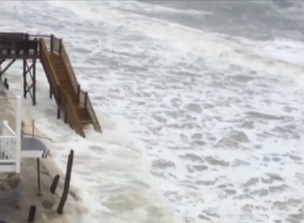 Waves come dangerously close to beach homes on Oak Island <span class=meta>(ABC11 iWitness Photo)</span>