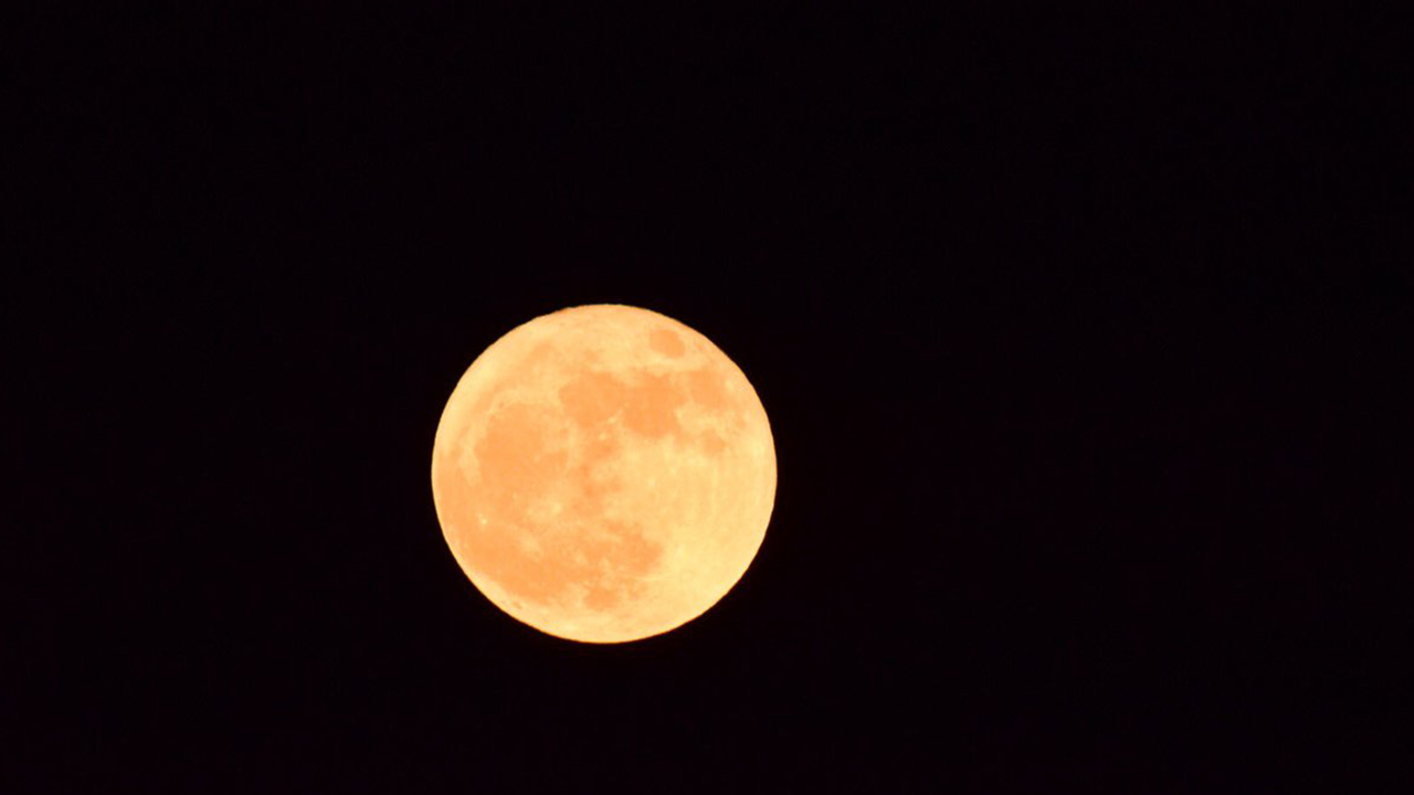 "<div class=""meta image-caption""><div class=""origin-logo origin-image none""><span>none</span></div><span class=""caption-text"">The first and only supermoon of 2017. (Credit: Kathy Wall/Twitter)</span></div>"