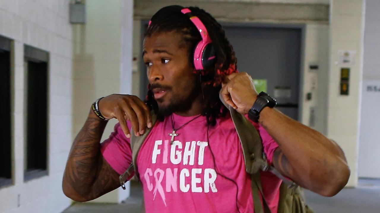 Pittsburgh Steelers running back DeAngelo Williams arrives for an NFL football game against the Baltimore Ravens, Thursday, Oct. 1, 2015 in Pittsburgh.