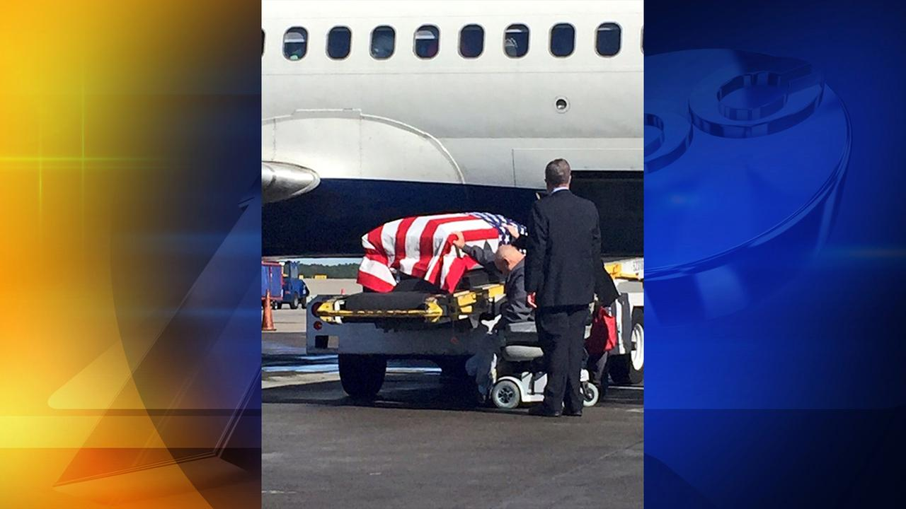 Photo of Harold Ivey with his brothers casket at RDU
