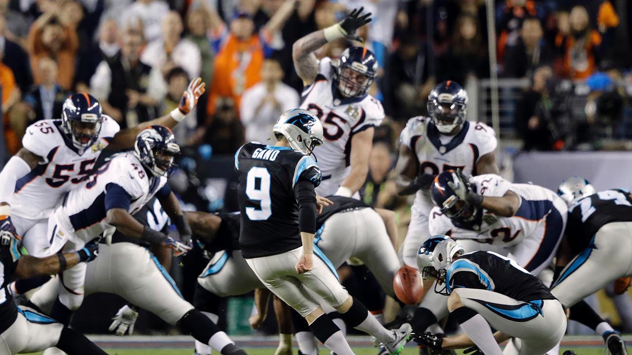 Carolina Panthers Graham Gano (9) kicks a 39-yard field goal during the second half of the NFL Super Bowl 50 football game Sunday, Feb. 7, 2016