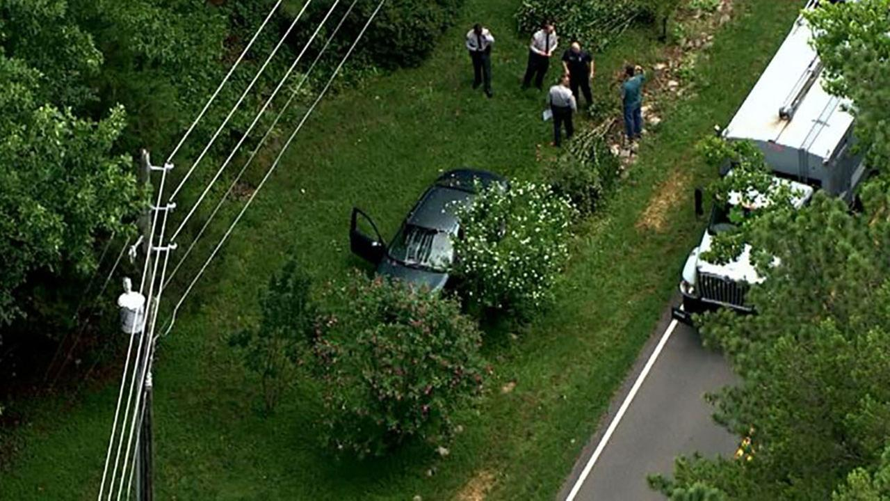 Authorities in Raleigh search for suspect who abandoned car