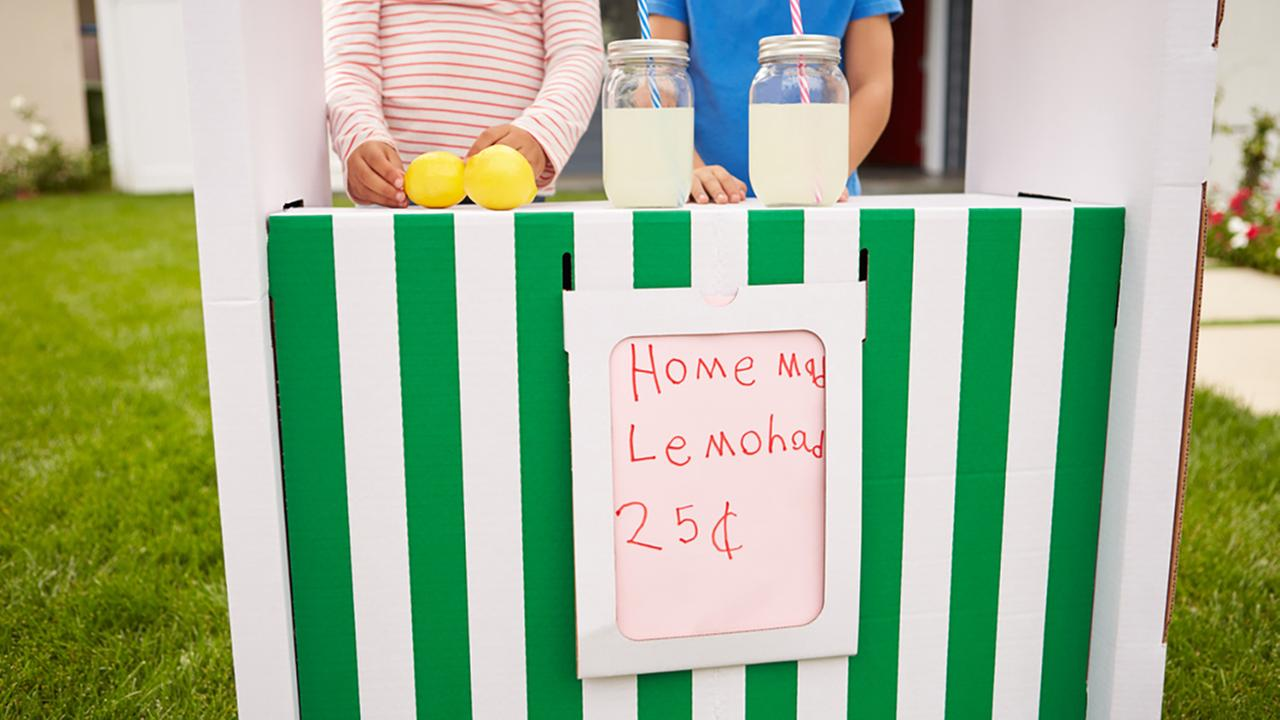 Stock photo of a lemonade stand