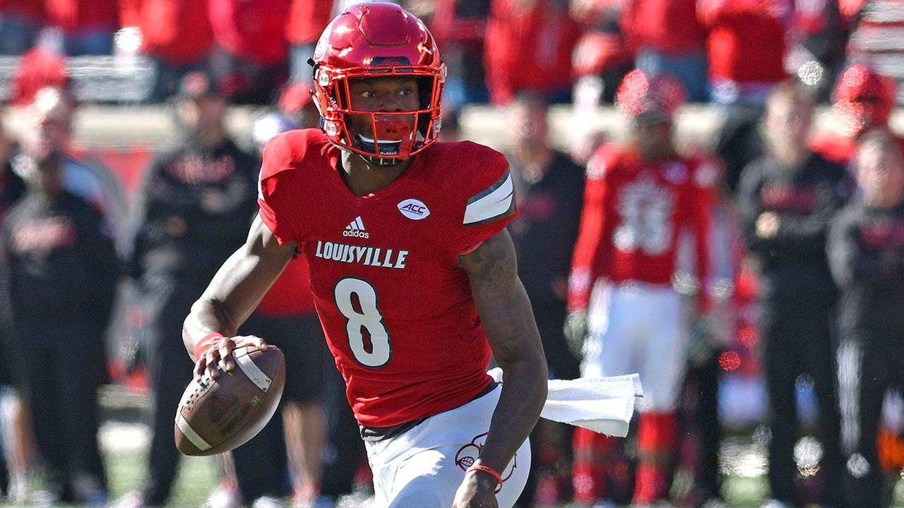 Louisville quarterback Lamar Jackson (8) looks for an open receiver during the first quarter of their NCAA college football game against North Carolina State, Saturday
