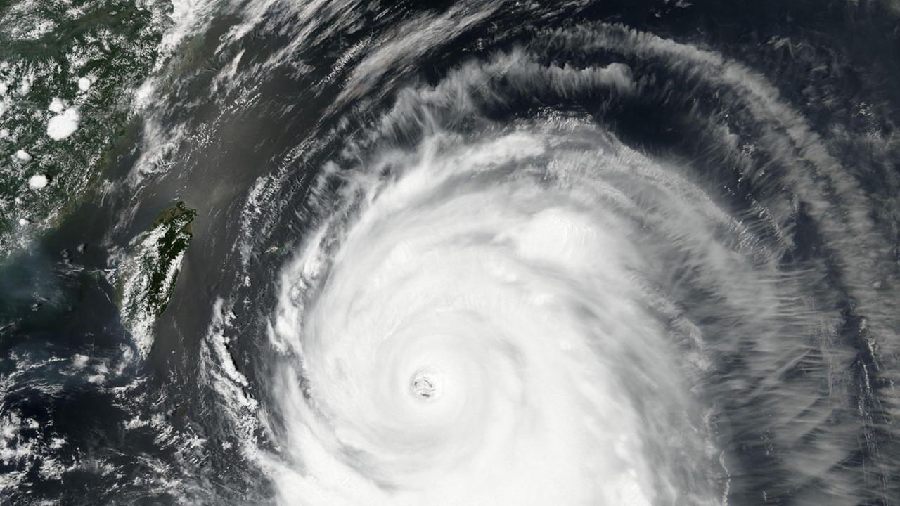 Typhoon Neoguri churns toward Okinawa and southern Japan