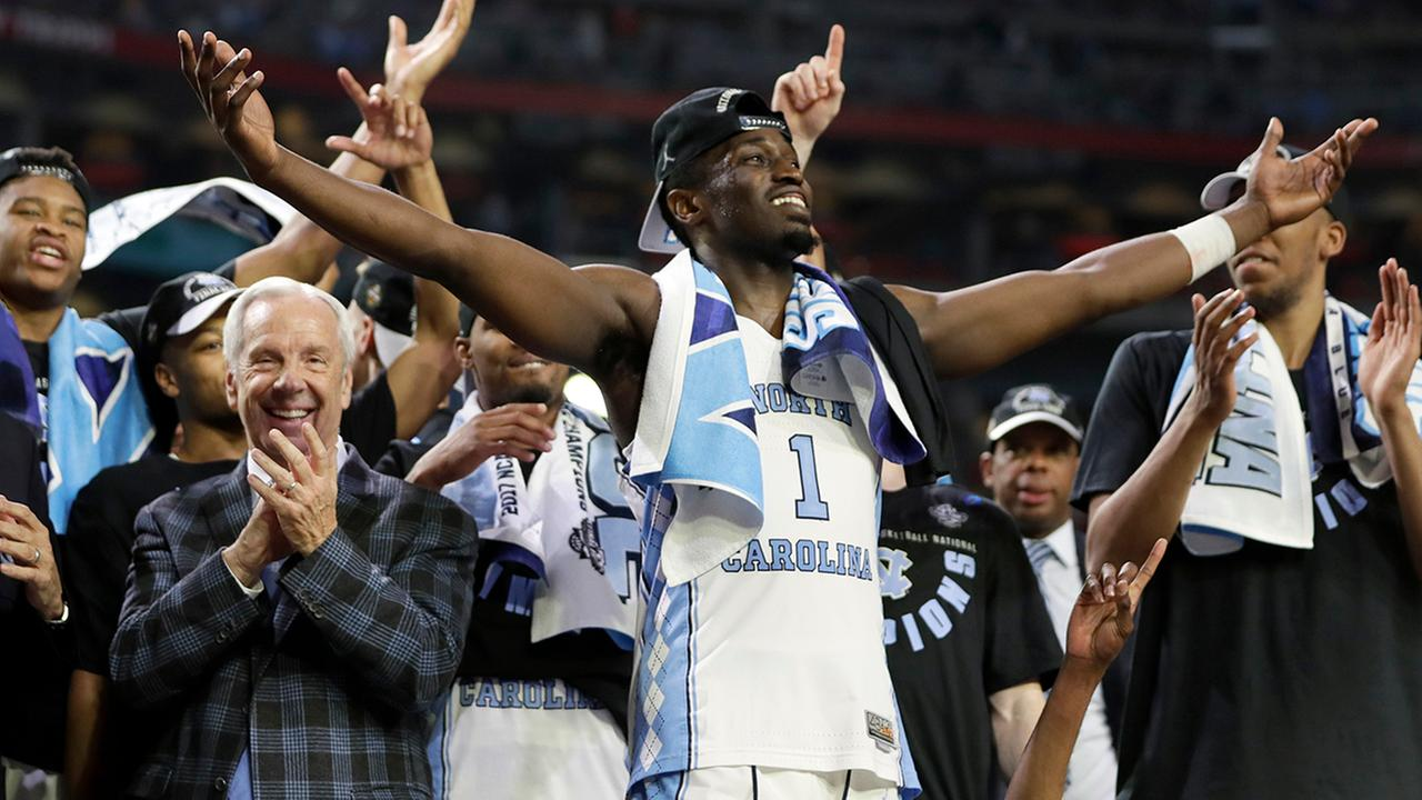 North Carolinas Theo Pinson (1) celebrate with head coach Roy Williams and the rest of the players after the finals of the Final Four NCAA college basketball tournament against Gonzaga, Monday, April 3, 2017, in Glendale, Ariz. North Carolina won 71-65.