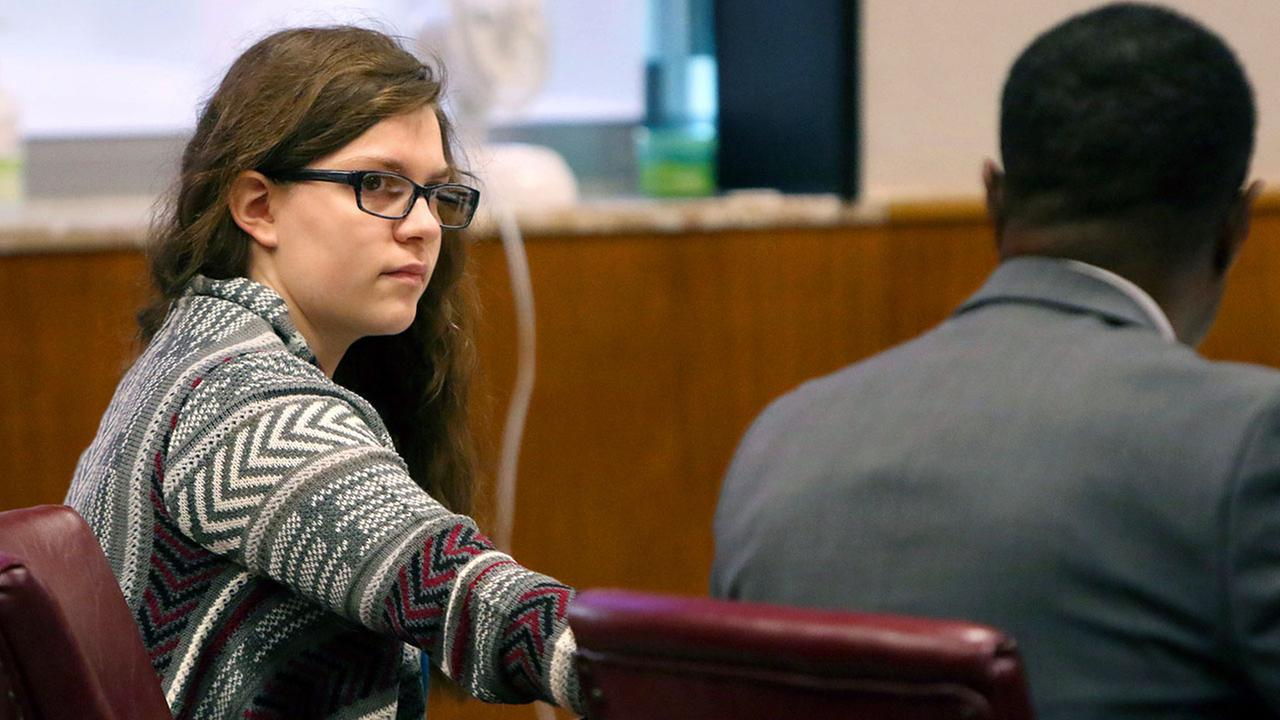 Anissa Weier passes a note to defense attorney Joseph Smith Jr. during closing arguments in her case before Waukesha County Circuit Court Judge Michael Bohren on Friday, Sept. 15, 2017,
