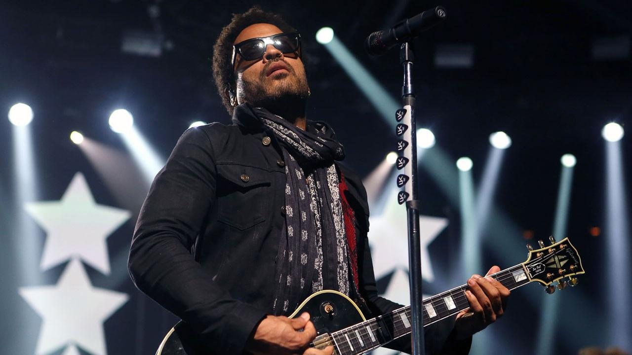 Lenny Kravitz will team with Katy Perry at Super Bowl