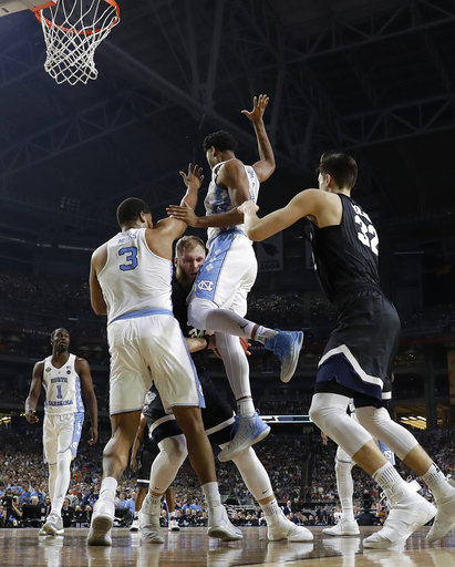 "<div class=""meta image-caption""><div class=""origin-logo origin-image none""><span>none</span></div><span class=""caption-text"">North Carolina's Kennedy Meeks (3) and Isaiah Hicks (4) defend against Gonzaga's Przemek Karnowski. (AP Photo/Mark Humphrey)</span></div>"