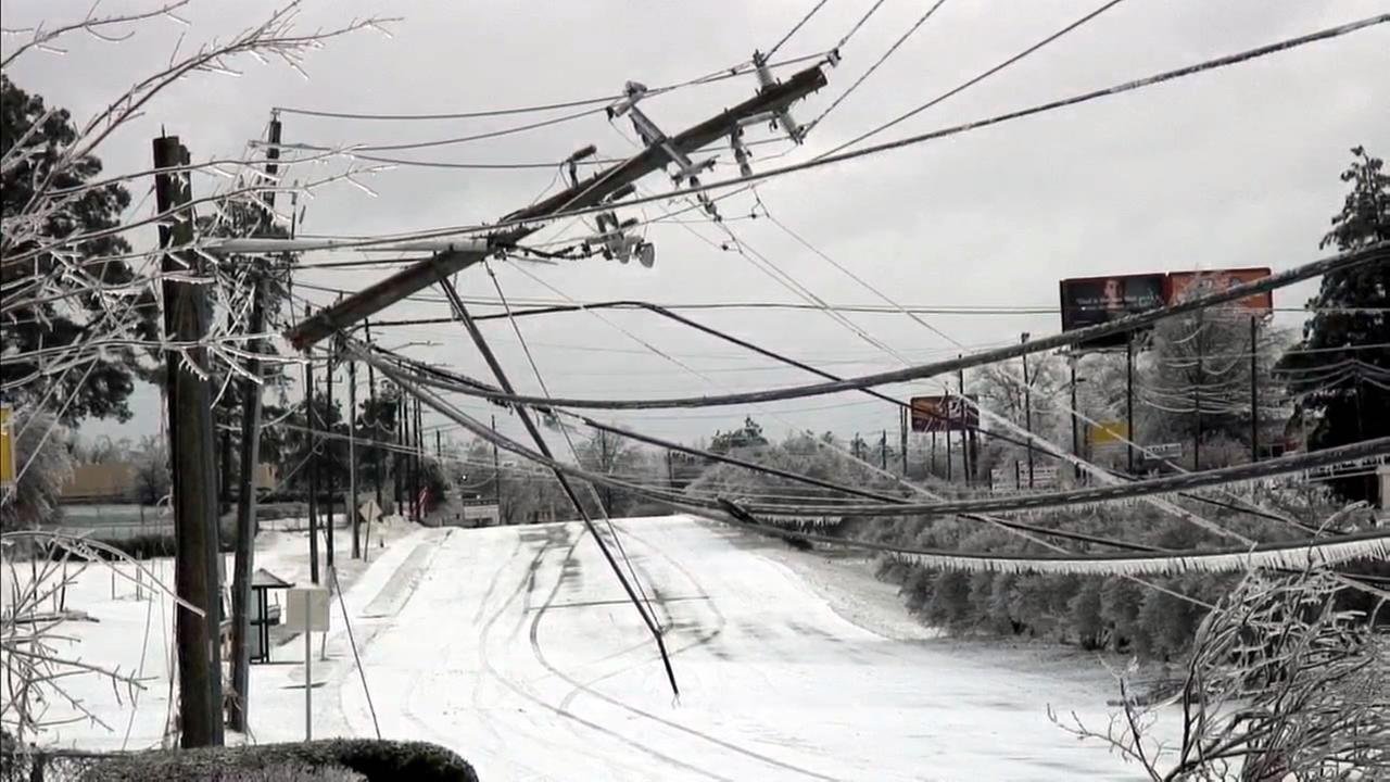Crews work to restore power to thousands in NC
