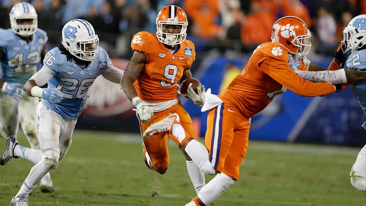 Clemsons Wayne Gallman runs against UNC during the ACC championship game in Charlotte in 2015.