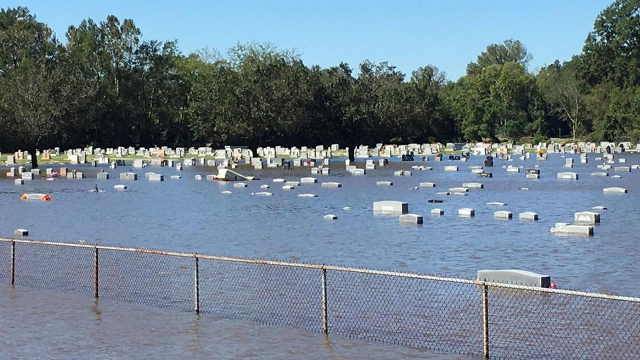 A flooded graveyard in Goldsboro (ABC11 Eyewitness photo)