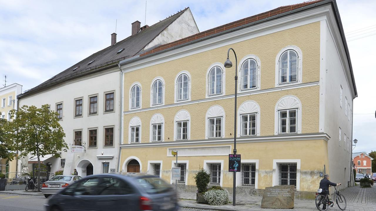 This file picture shows an exterior view of Adolf Hitlers birth house, front, in Braunau am Inn, Austria. (AP Photo /Kerstin Joensson)