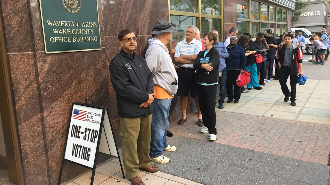 People line up for early voting in Raleigh (WTVD photo/Jeff Hinkle)