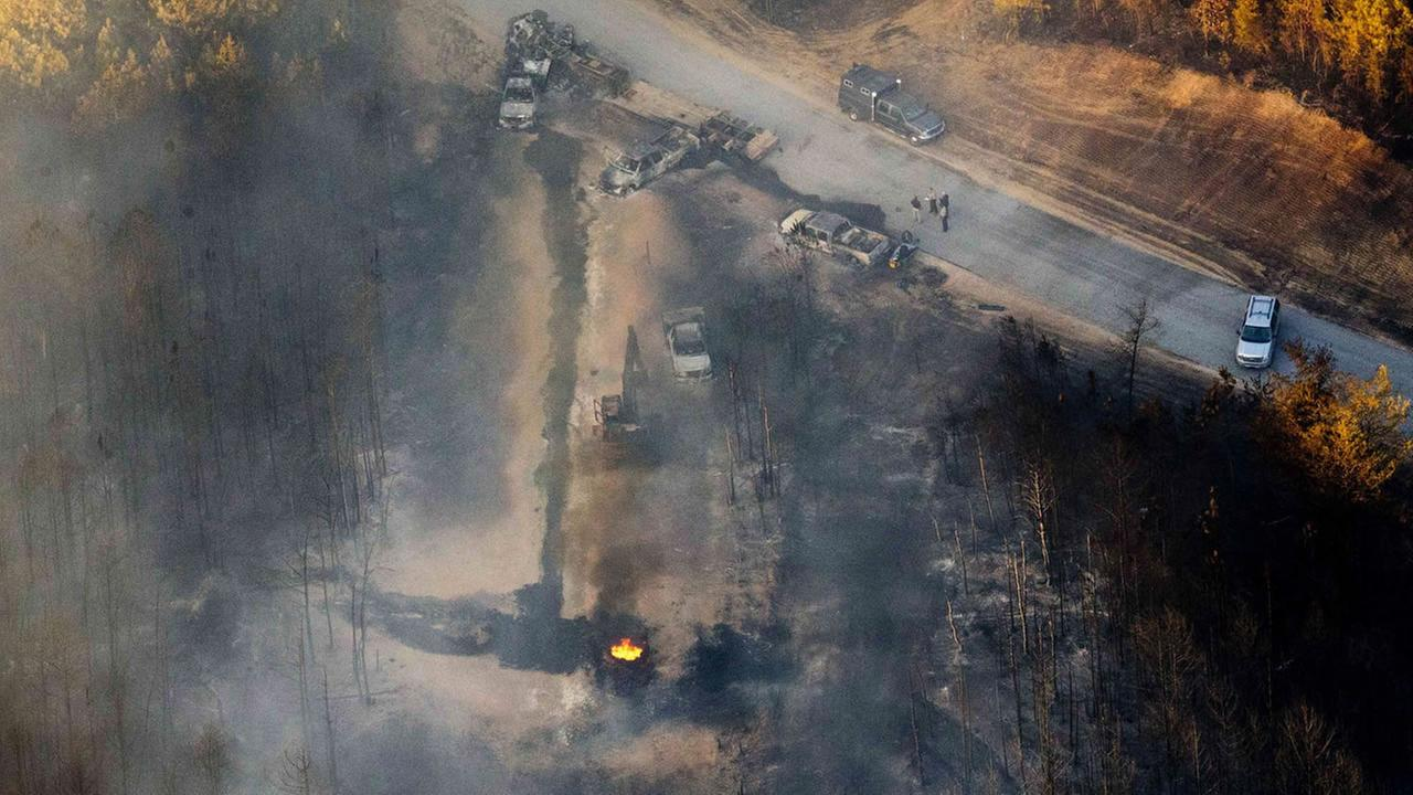 A flame continues to burn after an explosion along a Colonial pipeline in Helena, Ala. (AP photo/Brynn Anderson)